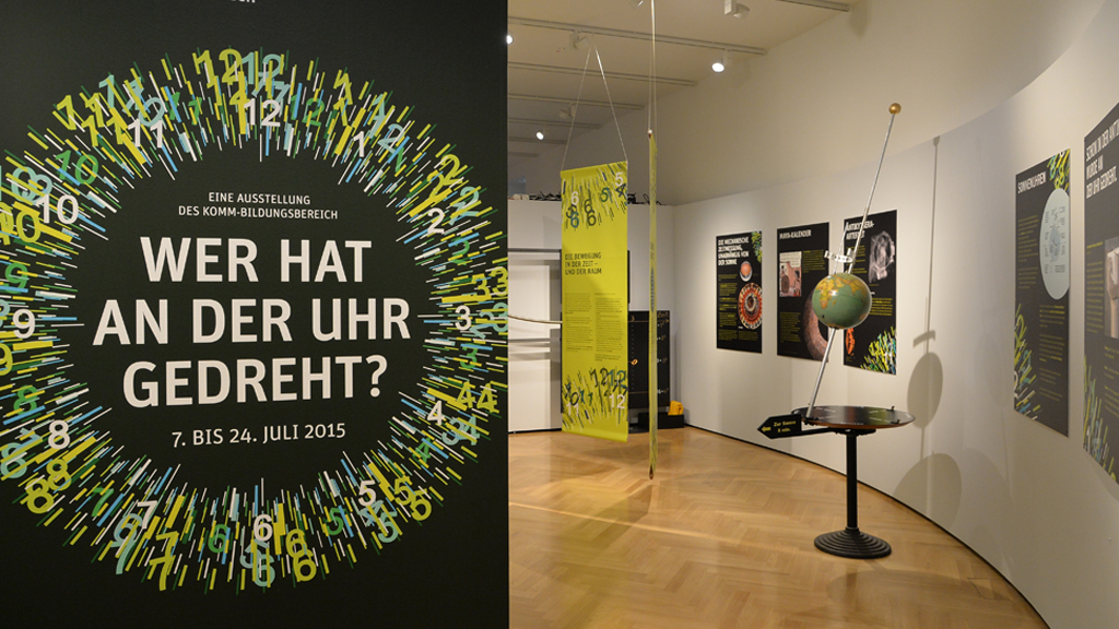 ausstellung wer hat an der uhr gedreht bayerischer landtag. Black Bedroom Furniture Sets. Home Design Ideas